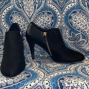 Black heels w/gold zipper